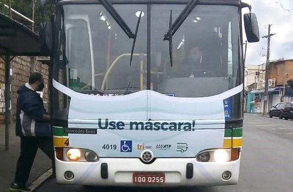 onibus adesivado mascara